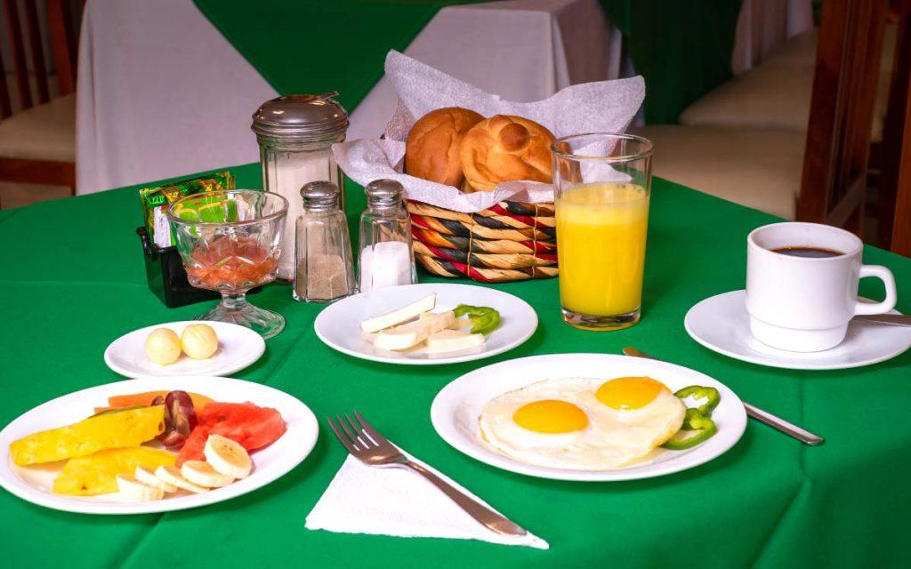 cafeterias-en-otavalo-hotel-el-indio-inn