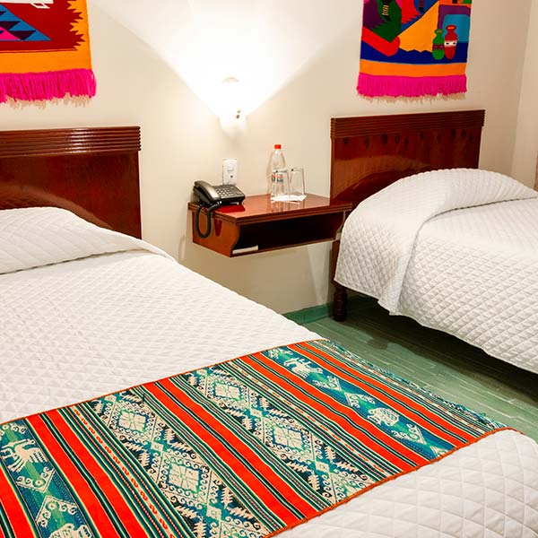 hoteles-ecuador-otavalo-hotel-el-indio-inn-habitacion-triple