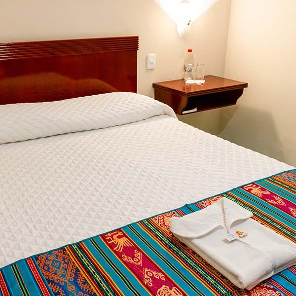 hoteles-ecuador-otavalo-hotel-el-indio-inn-habitacion-simple